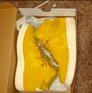 Nike Air Force 1 Star Yellow Mid